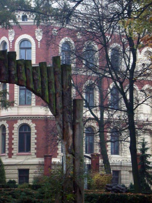 Widok z ogrodu w Pałacu Poznańskiego