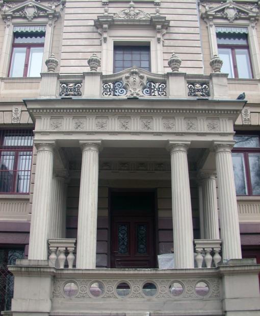 Jedno z wejść do Pałacu Poznańskiego